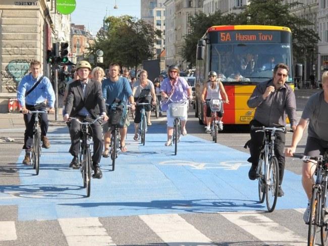 Ảnh: Xe đạp chiếm ưu thế trong lưu thông trên rất nhiều đường phố Copenhagen