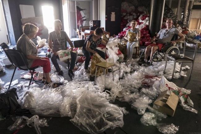- Túi ni-lông xuất hiện mọi nơi, nếu chỉ tái chế thì chưa đủ để giải quyết vấn đề cấp thiết này.