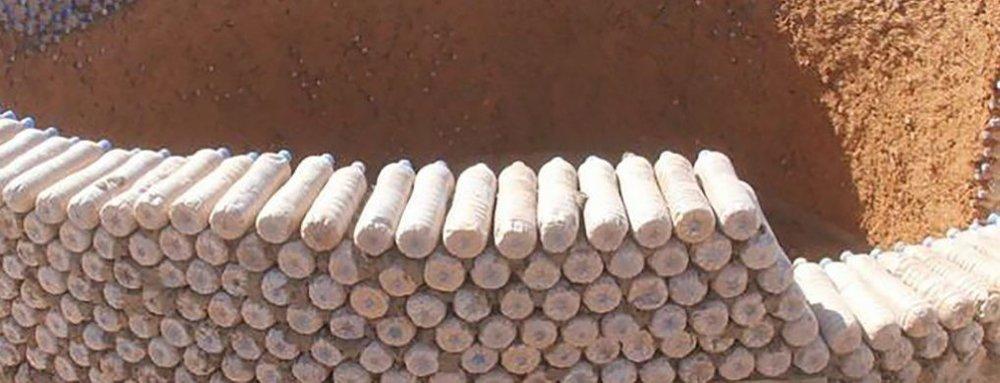 Refugee-Camp-Plastic-Bottle-Homes-Full-Width-Tall-1020x391.jpg