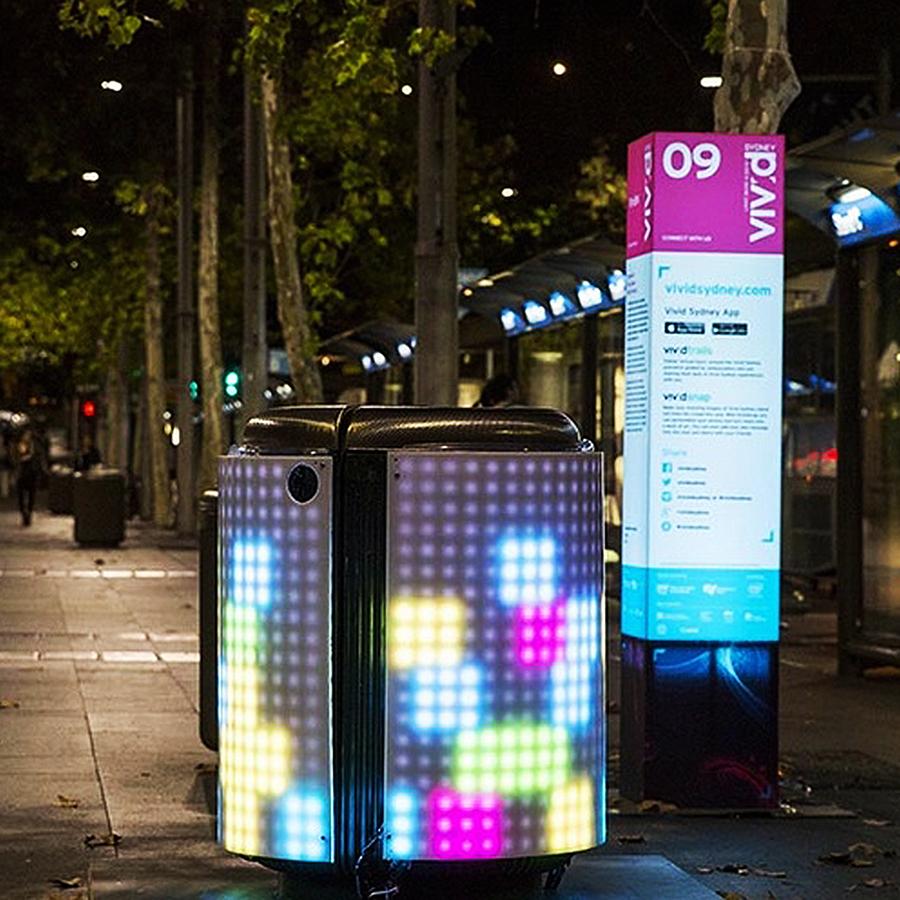 - Nó sẽ cạnh tranh với thùng rác neon ở Harbour Bridge và ở Opera House.
