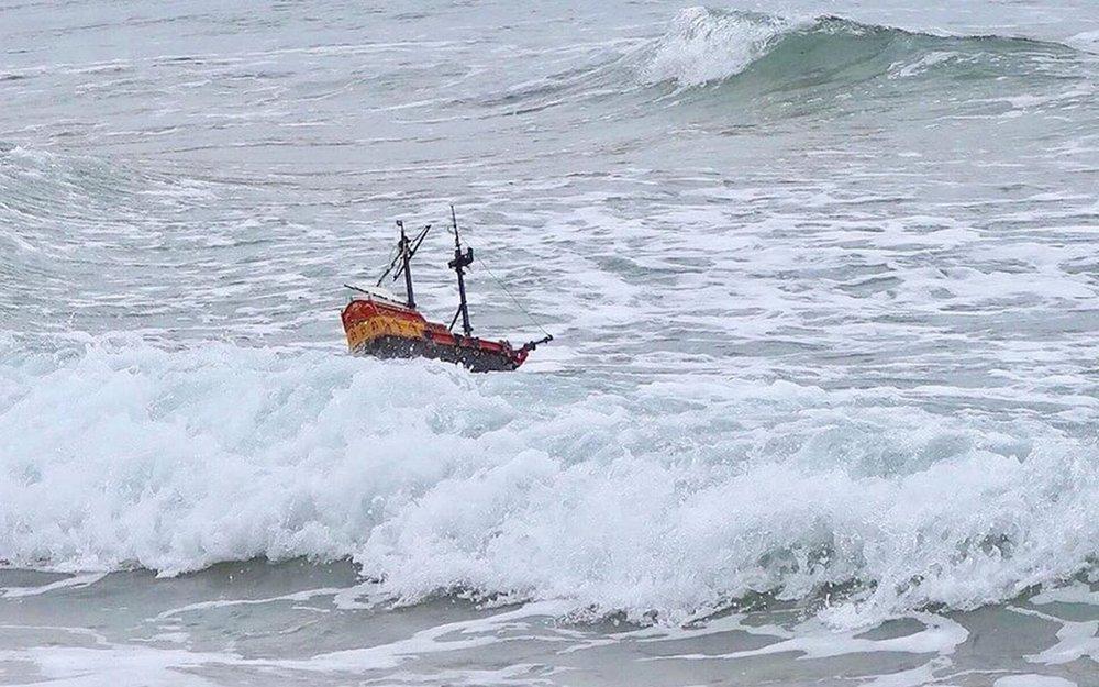 - Theo cha của hai cậu bé, ông đã rất lo lắng khi dòng nước cạnh bờ biển có thể sẽ đưa chiếc tàu đi đến phía đông bắc của Scotland, nhưng không ngờ con tàu tìm được đường tới Scandinavia.