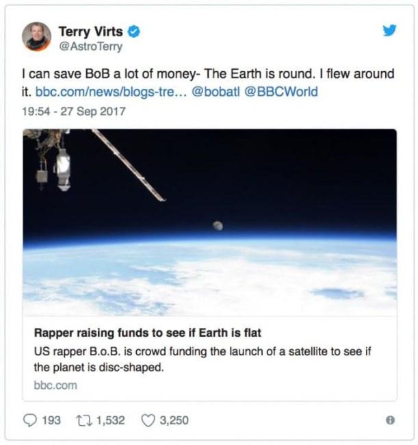 Twitter chia sẻ rằng trái đất hình tròn của nhà du hành vũ trụ Terry Virts