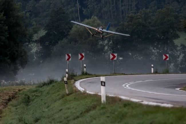 - Bây giờ, bất kì khi nào thời tiết thuận lợi, thay vì lái xe, anh chỉ cần bay tới nơi làm chỉ trong 7 phút.