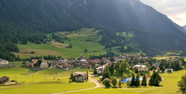 - Để chứng tỏ họ nghiêm túc về luật pháp, chính quyền Bergün đã xóa ảnh của ngôi làng khỏi tài khoản Facebook và Twitter, đồng thời cũng tuyên bố dự định xóa bỏ khỏi trang web của Bergün.