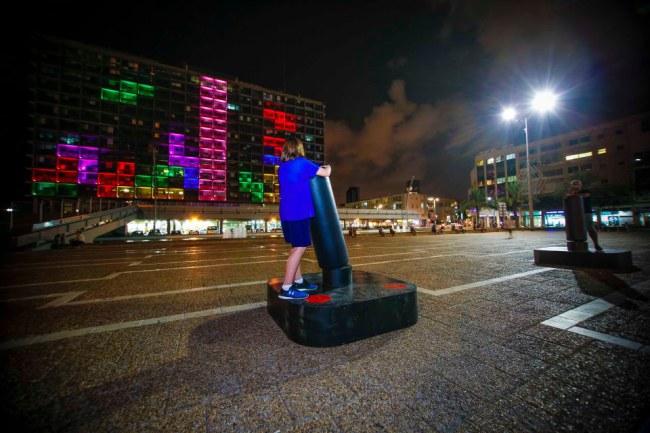 - Trào lưu này đã có từ năm 1995 khi Đại học Công nghệ Delft ở Hà Lan thực hiện điều tương tự.Suốt nhiều năm qua, Tetris vẫn luôn thu hút được một lượng fan hâm mộ rất lớn.
