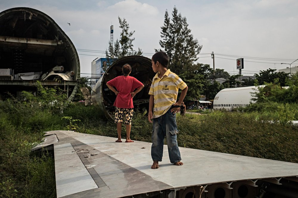 Xác máy bay ở đây đã trở thành nơi trú ngụ của những người nghèo đang làm công việc nhặt rác.