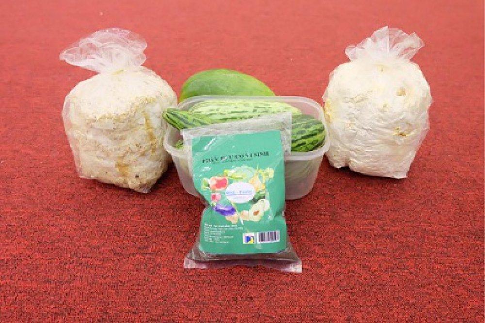 Sản phẩm giá thể nấm, phân vi sinh và nông sản sạch của nhóm. Ảnh: NVCC