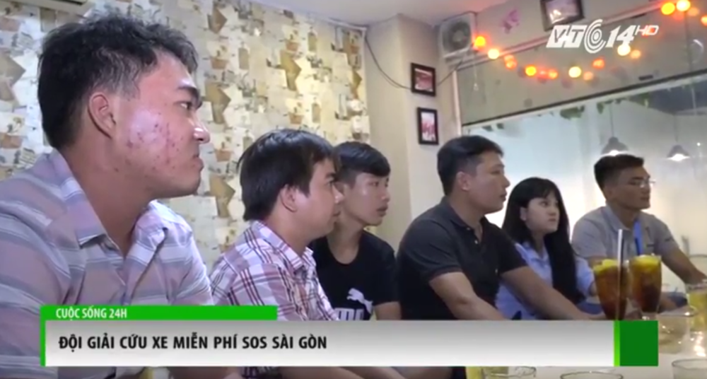 Các bạn trẻ của nhóm SOS Sài Gòn tụ tập tại địa điểm quen thuộc trong hơn 2 tháng qua để bàn bạc lộ trình cứu hộ.