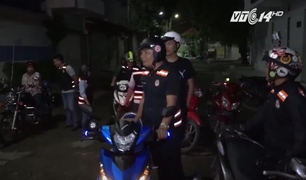 Cứ tới nửa đêm, nhóm cứu hộ SOS Sài Gòn lại bắt đầu đi tuần.