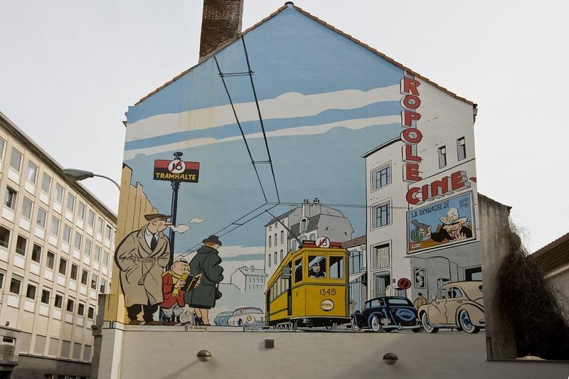 - Còn nếu muốn nhìn ngắm Tintin, chú chó Snowy và thuyền trưởng Haddock thì bạn hãy ghé qua khu vực đặt bức tượng nổi tiếng Manneken Pis.