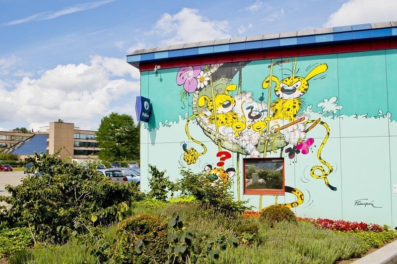 - Hay chỉ cách công viên châu Âu thu nhỏ hai bước chân sẽ có nhân vật truyện tranh Spirou đang chờ...