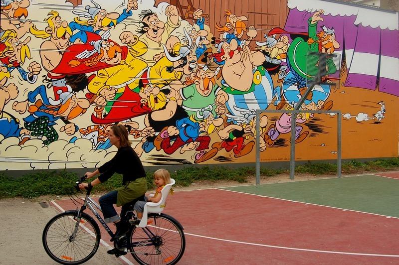 - Hiện nay, truyện tranh Pháp - Bỉ đã được dịch ra rất nhiều thứ tiếng, các bộ truyện như Lucky Luke, The Smurfs, Asterix và Tintin, rất được yêu thích trên toàn thế giới.