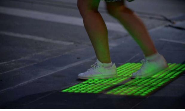 Đèn giao thông được đặt dưới mặt đường -