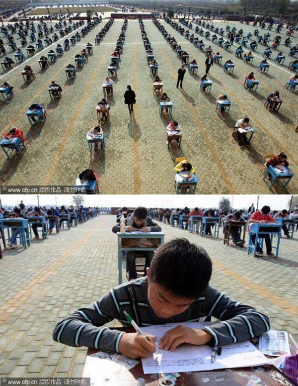 - Hơn 9 triệu học sinh Trung Quốc phải trải qua kì thi tốt nghiệp mỗi năm để được xét tuyển vào các trường đại học/cao đẳng, và đây là một trong những kì thi căng thẳng nhất thế giới. Một tấm hình được đăng năm 2011 cho thấy một thành viên của hội đồng coi thi đang theo dõi qua màn hình để phát hiện các học sinh gian lận. Trước vấn nạn gian lận, các giáo viên ở Whuhan (tỉnh Hồ Bắc, Trung Quốc) đã bắt học sinh phải làm bài kiểm tra ngoài trời, trên khuôn viên trường.