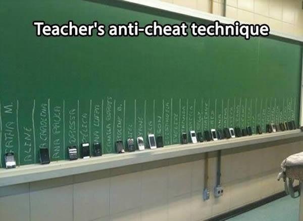 - Để tránh việc học sinh dùng điện thoại trong giờ kiểm tra, không gì hay hơn việc thu điện thoại và 'trưng' lên bảng.