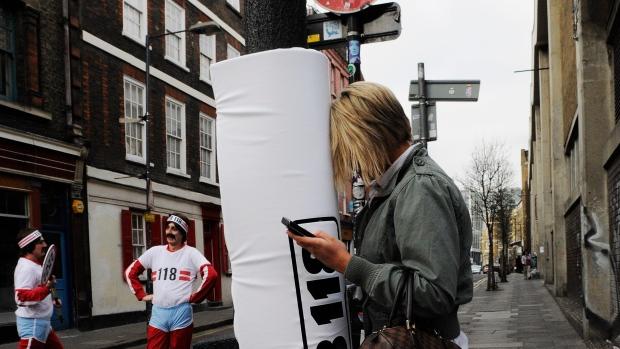 Các cột đèn đệm miếng xốp ở London -