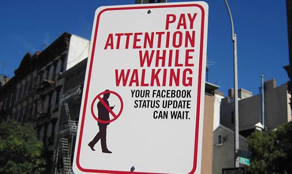 Các bức hoạ dọc đường nhằm cảnh báo người đi đường -