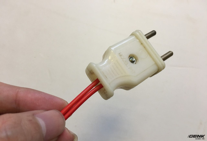 Các bạn có thể kết nối với hệ thống điện hoặc lắp một chiếc giắc cắm như mình ở đây