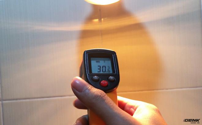 Chỉ sau một phút bật đèn nhiệt độ đã tăng lên 8 độ C.