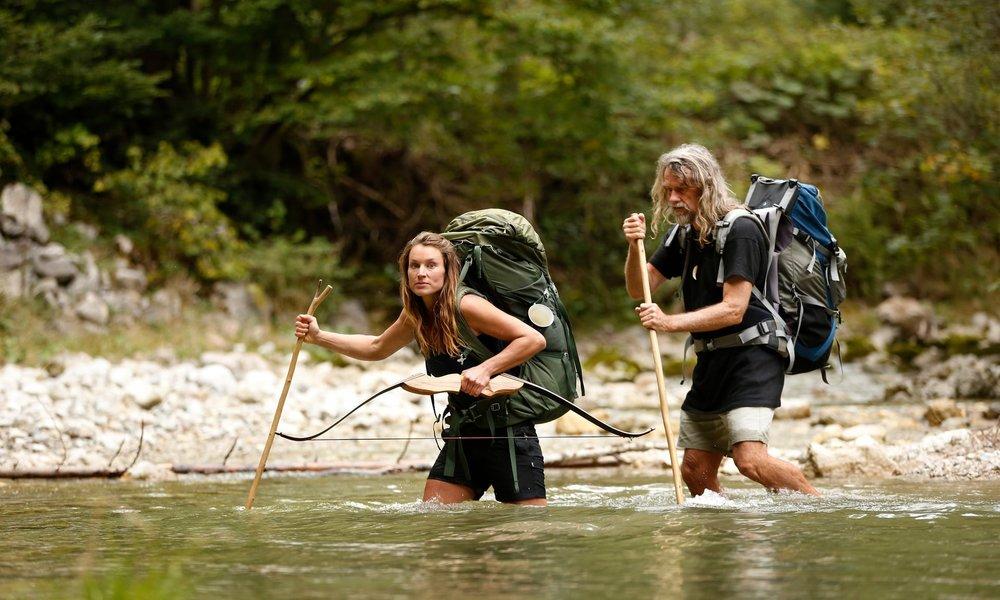 - Họ dành hàng tháng tập luyện thích nghi với mùa đông ở South Marlborough, New Zealand - vượt qua những chuyến vượt địa hình dài dằng dặc và hiểm trở, cũng như tham gia các khóa huấn luyện sơ cứu.