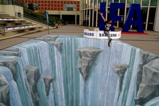 Vực sâu thăm thẳm ảo diệu này do Sam Sung tài trợ và được đặt trước khu vực triển lãm quốc tế tại Berlin năm 2010.
