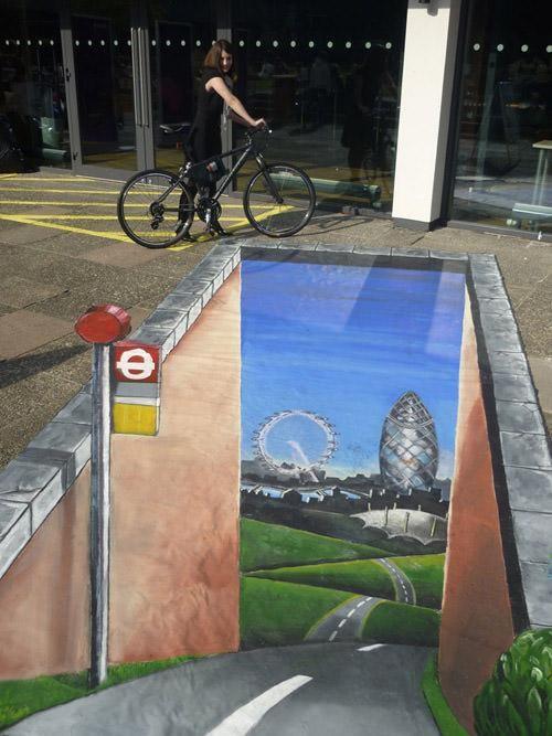 Đây là đường tới London! Tác phẩm trên một tuyến phố ở Bath, Anh.