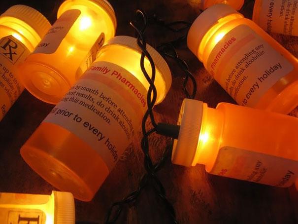 Những lọ thuốc 'soi sáng' cho bệnh nhân trong ngày giáng sinh.