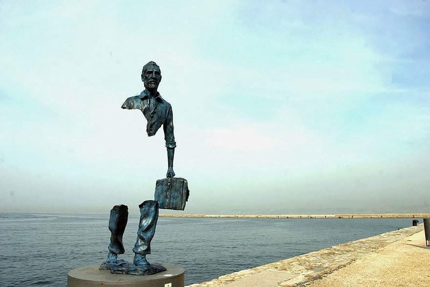 Con người thuộc về thiên nhiên – bức tượng độc đáo truyền tải thông điệp lớn lao được đặt tại Marseilles, Pháp.