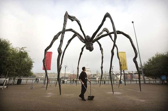 Chú nhện khổng lồ - đơn giản nhưng chiếm một vị trí quan trọng bên bờ sông ở London, Anh.