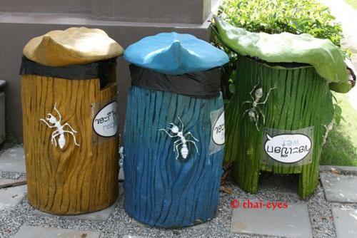 Thùng rác tại một resort ở Thái Lan. Dù có đựng rác thì trông cũng phải 'phong cách' và 'duyên dáng' xứng tầm với resort chứ nhỉ!