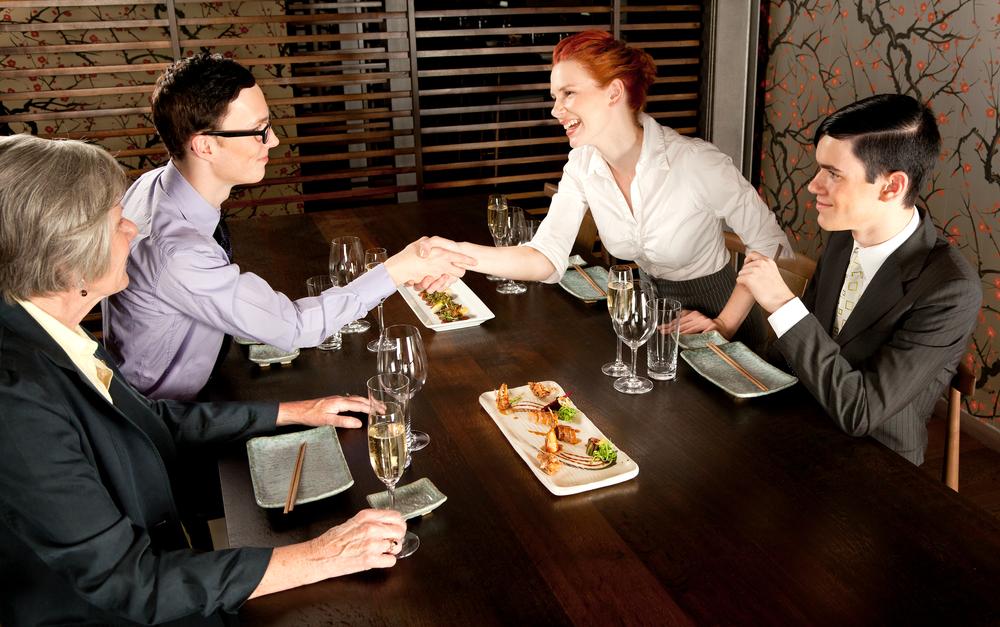Ăn trưa cùng người bất đồng ý kiến với bạn -