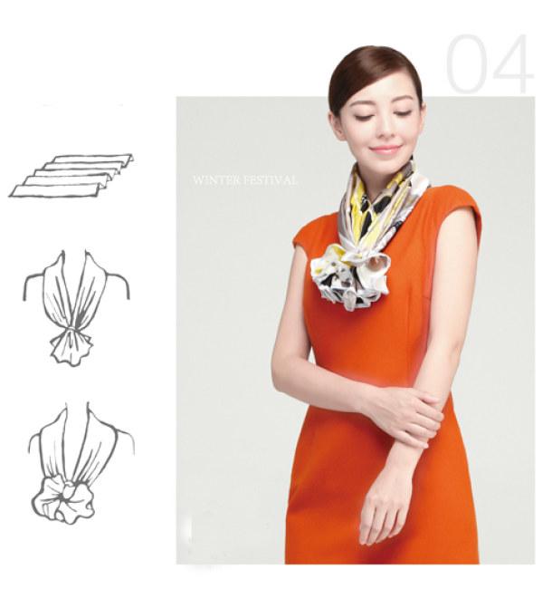 Kiểu 1 - Nhẹ nhàng tinh tế với khăn vuông thắt nơ điệu đà. Kiểu thắt khăn này sẽ tô điểm thêm cho trang phục công sở màu trơn và có kiểu dáng đơn giản.