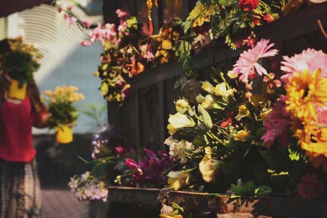 Thoạt nhìn, sẽ chẳng có ai nghĩ rằng chiếc xe đầy sắc hoa này lại là một chiếc xe chở… rác.
