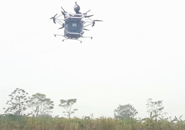 Thiết bị bay này có thể bay cao 10 mét.Ảnh: Dân Trí