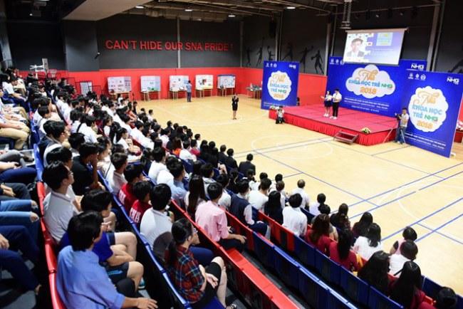 """Vòng chung kết """"Nhà khoa học trẻ NHG 2018"""" thu hút sự quan tâm của đông đảo thầy cô, học sinh, thí sinh, quan khách và các cơ quan thông tấn, báo chí. (Ảnh: PV/Vietnam+)"""