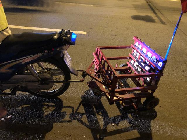 Chiếc xe hút đinh tự chế hỗ trợ rất nhiều cho công việc của ông Cảnh