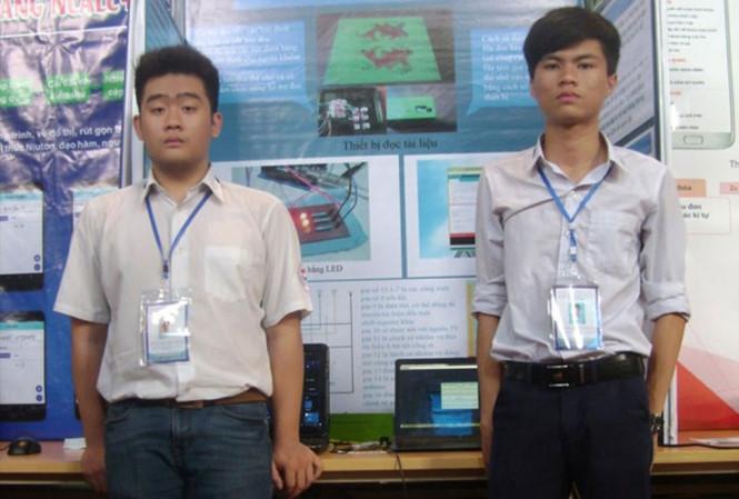 Nguyễn Thanh Trung (phải) và Ngọc Thạch.