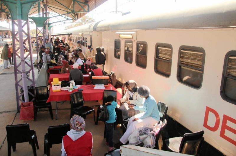 Suốt 4 năm qua, bệnh viện trên xe lửa Phelophepa One miệt mài chăm sóc sức khỏe cho người dân nghèo ở mọi miền quên nghèo ở Nam Phi.