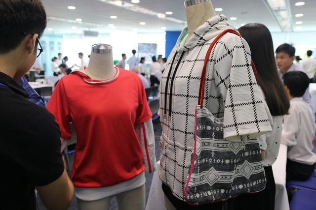 Hai mẫu áo chống nắng đa năng làm từ xơ tre kháng UV tự nhiên .