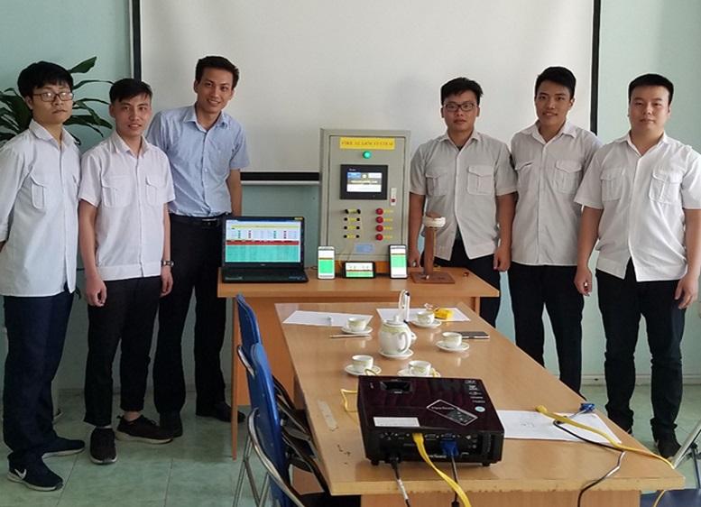 Nhóm nghiên cứu và Thầy hướng dẫn triển khai đề tài hệ thống báo cháy.