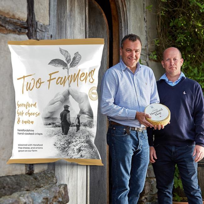 Hai nông dân Mason và Green giới thiệu loại bao bì Two Farmers sản xuất từ thân cây khuynh diệp.