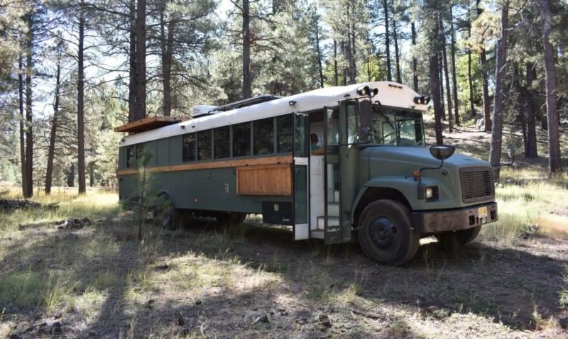 """Fuehrer đã mất khoảng 9 tháng để hoàn thành việc """"chế"""" chiếc xe buýt cũ thành ngôi nhà di động."""
