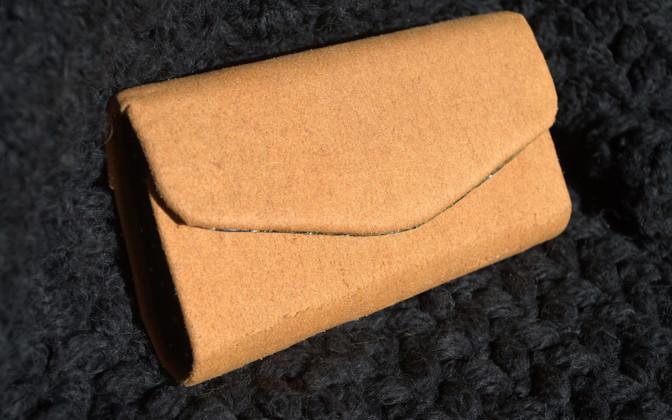 Một chiếc ví cầm tay của Start-up Gelatex.