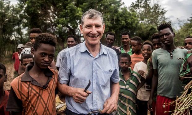 """Tony Rinaudo, nhà nông học Úc từng bị gọi là """"điên"""" khi nỗ lực tìm ra giải pháp hiệu quả tái sinh 6 triệu hecta rừng tại châu Phi – khu vực chịu ảnh hưởng nặng nề bởi nạn phá rừng nghiêm trọng."""