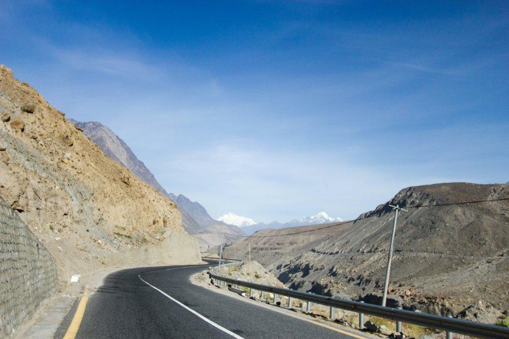 Cao tốc Karakoram, đoạn đường đẹp từ Karimabad đi Passu