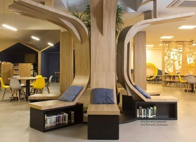 Thiết kế trong thư viện giúp học sinh có chỗ ngồi thoải mái với những cuốn sách ngay bên dưới.