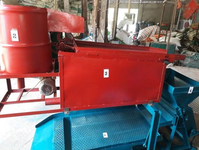 Sau nhiều năm nghiên cứu, ông Thao đã chế tạo ra chiếc máy bóc vỏ cà phê liên hoàn với những tính năng vượt trội.