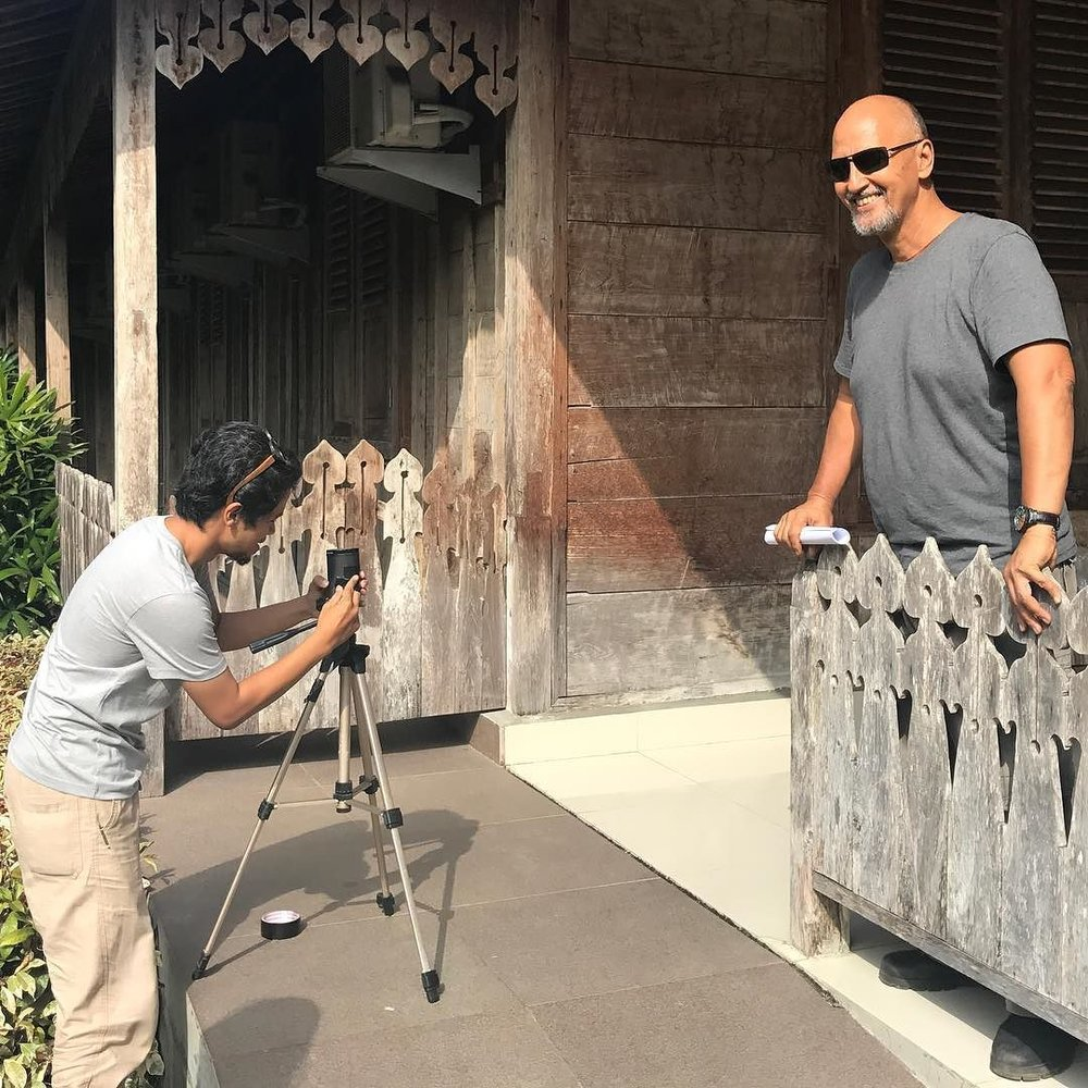 Don't forget to check out the pinhole camera exhibition by @vifickbolang. He spent yesterday taking portraits of speakers and the set up and has printed them all for attendees to see today. #kamerakaleng #pinholecamera #TEDxUbud #makethelight  http://ift.tt/2rAJfyz