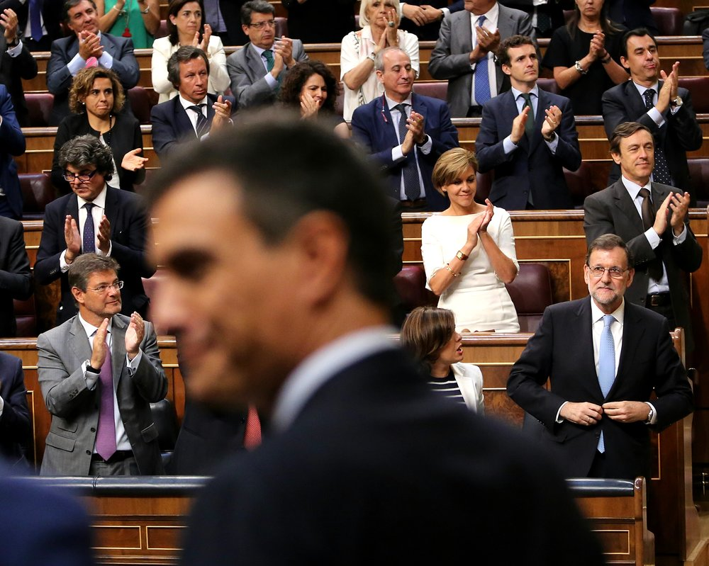 Prime Minister Rajoy standing up in front of Congress.