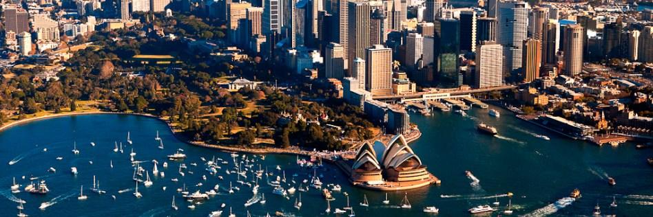 Sydney_Harbour_welcomes_Jessica_Watson.jpg